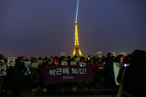 manifestation_park-geun-hye_coree_paris